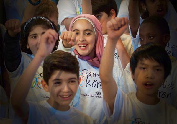 Glada barn som sjunger